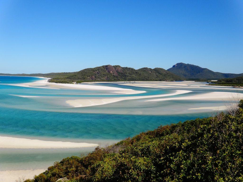 Pokryte bielusieńkim piaskiem plaże ciągną się na odległość 7 kilometrów fot. pixabay