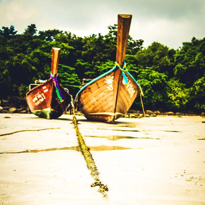 Typowe rybackie łodzie z wyspy Phi Phi fot. pixabay