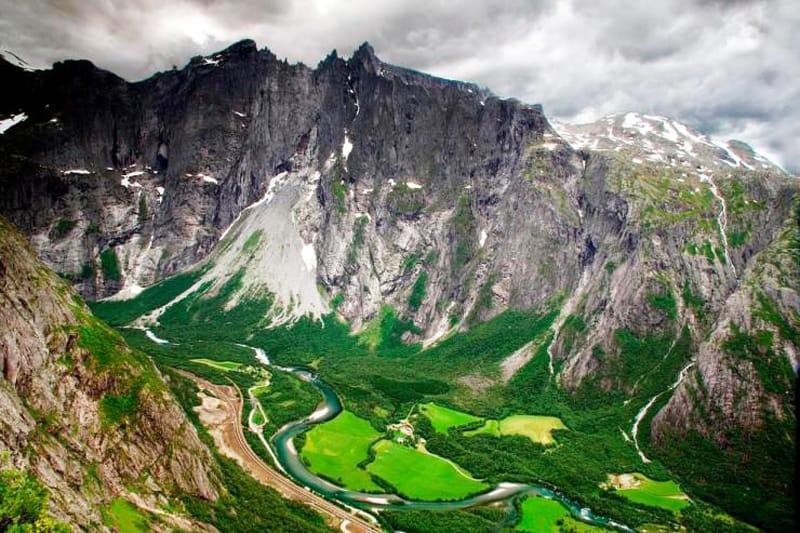 Widoki z trasy kolei Rauma, Norwegia