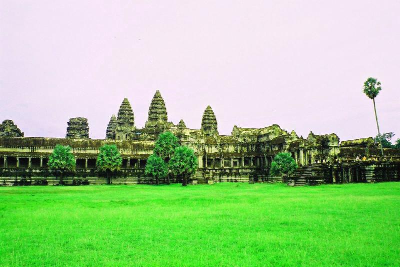 Kompleks Angkor Wat jest największa atrakcją turystyczną w Birmie