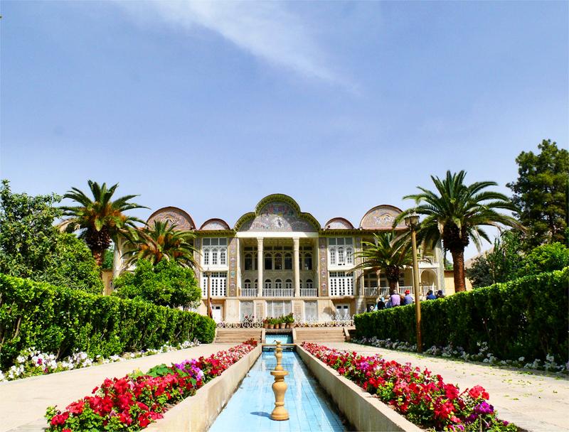 Ogrody Eram w Szirazie są dobrym miejscem na odpoczynek po intensywnym zwiedzaniu