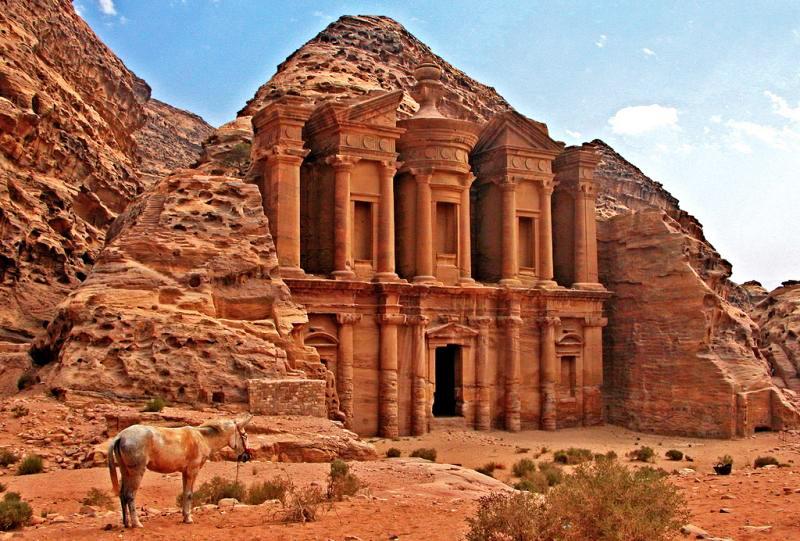 Skalne miasto Petra w Jordanii pochodzi z III wieku przed naszą erą
