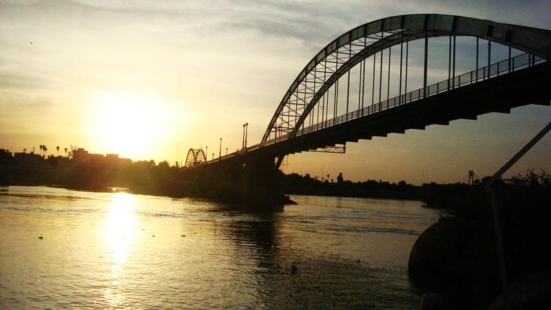 Biały Most to wizytówka miasta Ahwaz. Spina on dwa brzegi rzeki Karun