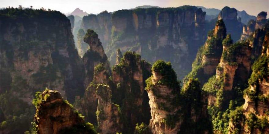 Tylko dla ludzi o mocnych nerwach! – Park Narodowy Gór Tianmen w Chinach