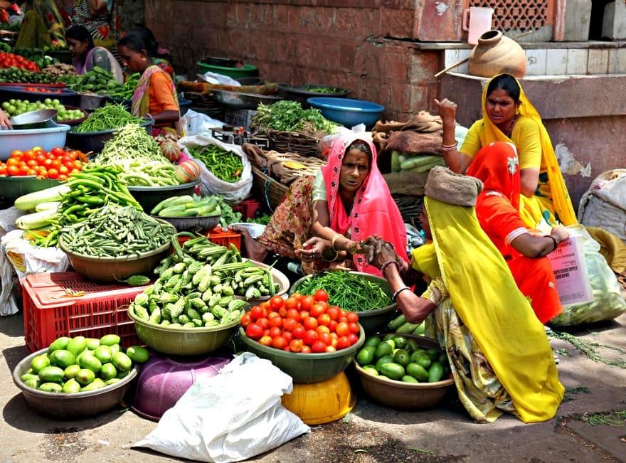 market-w-jaipurze-aina-travel