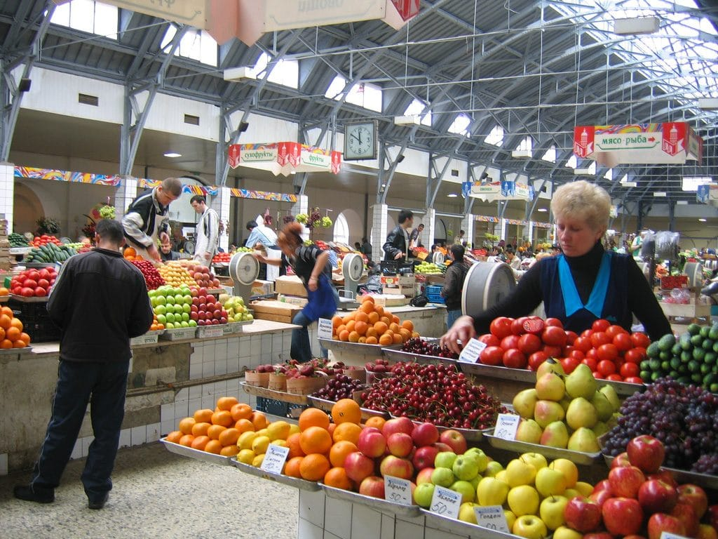 market-w-petersburgu-aina-travel