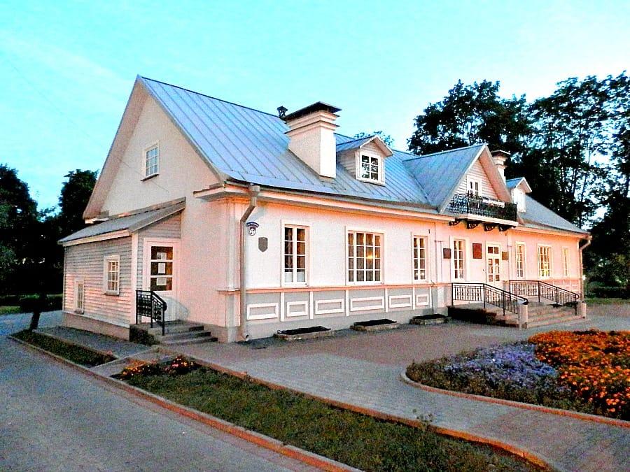dom-i-muzeum-elizy-orzeszkowej-bialorus-aina-travel