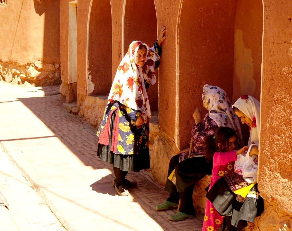Chusty noszone przez kobiety w Abyaneh