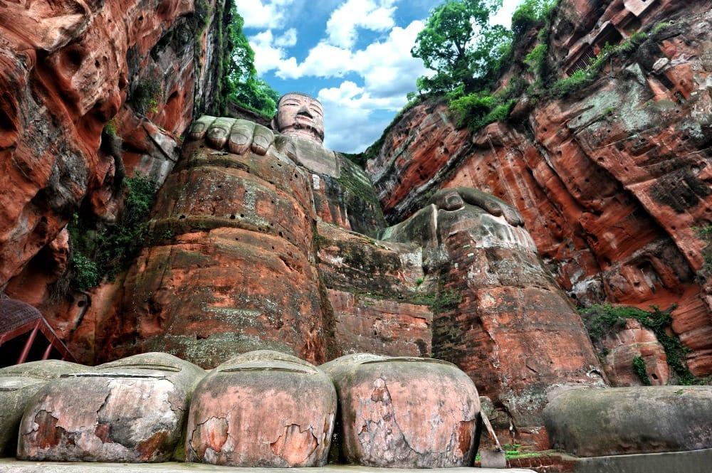 Pomnik gigantycznego buddy w Leshan