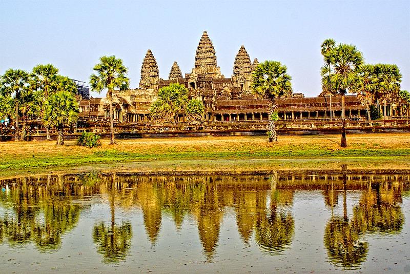 Pośród kambodżańskiej dżungli kryją się najpiękniejsze budowle świata.