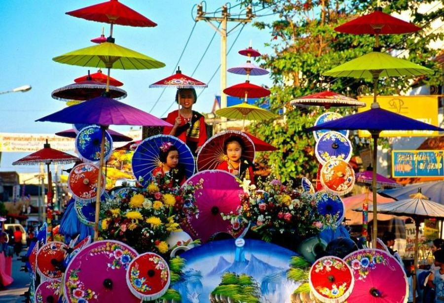 Podczas karnawału w Tajlandii odbywa się wielki festiwal parasoli