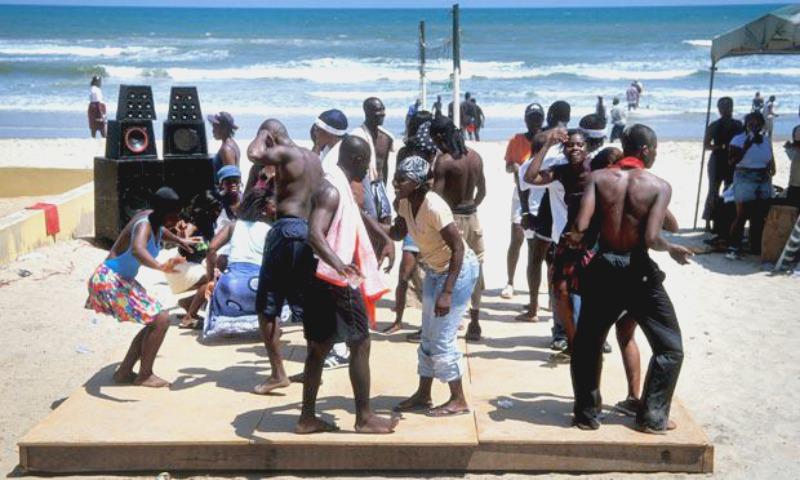 W Ghanie imprezy na plaży dodają ogromnego kopa energii