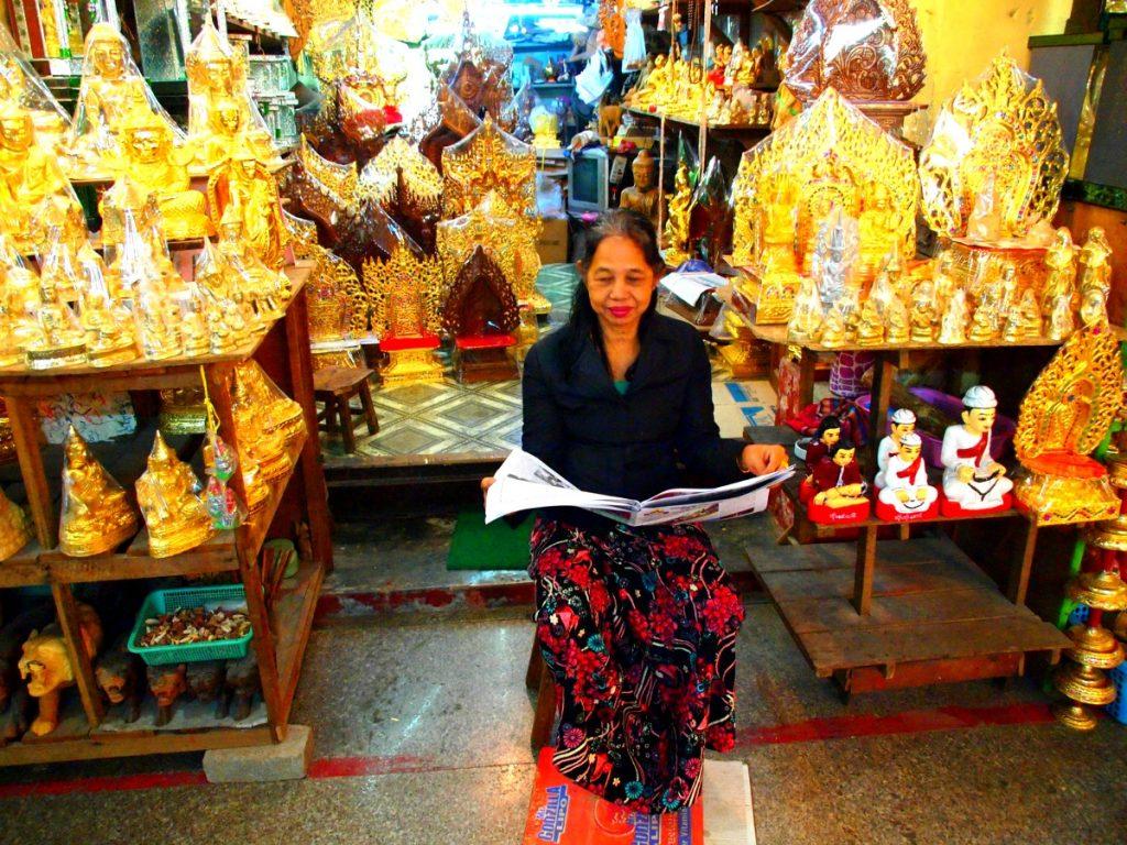 Sklep z pamiątkami w Mandalay