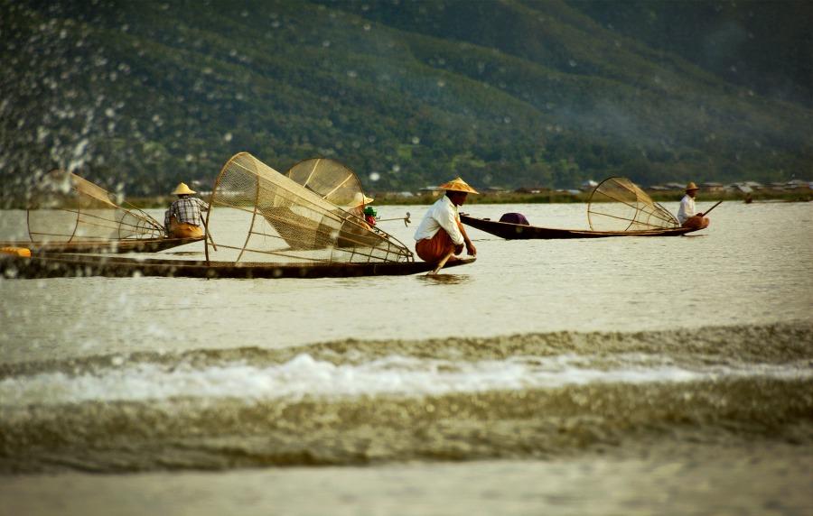 Połów na jeziorze Inle