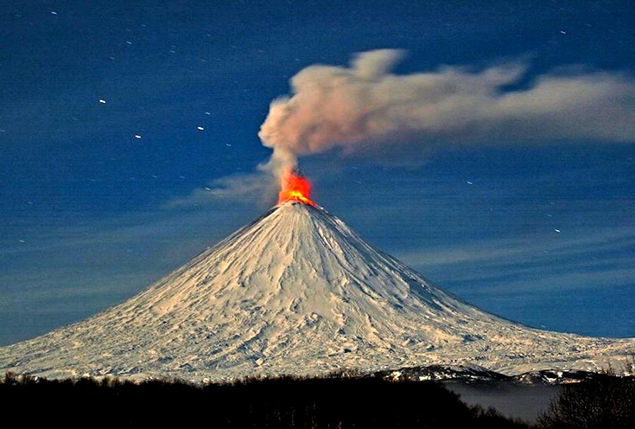 Na Kamczatce można podziwiać majestatyczne wulkany