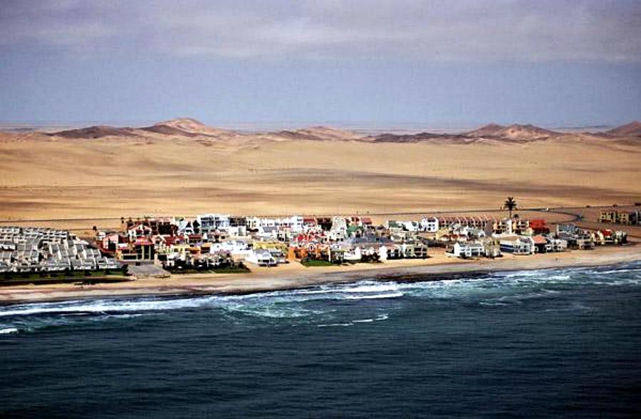 Resortów wepchniętych pomiędzy pustynię i ocean ;)