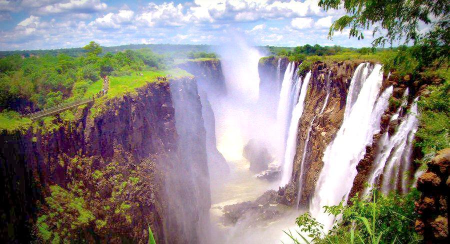 W Zambii można wypocząć nad wodospadem Wiktorii.