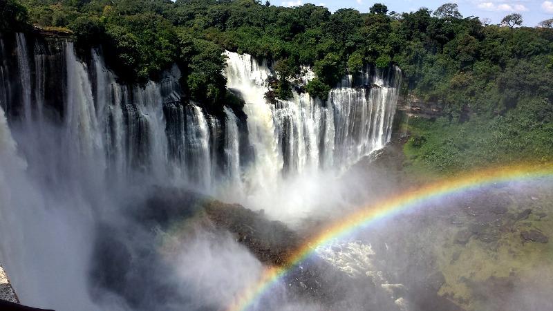 Angola to imponujące plaże, góry i wodospady.