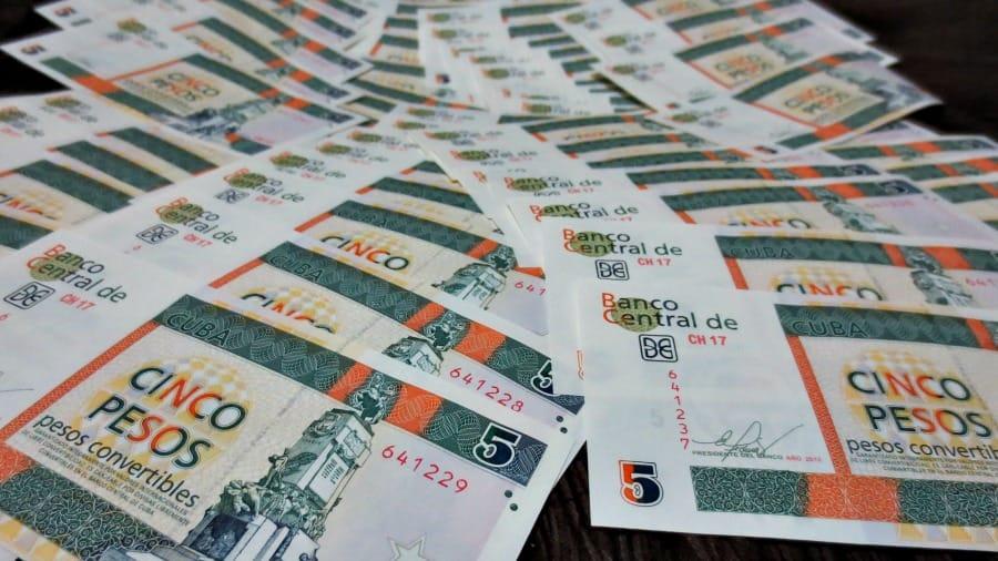 Banknoty najłatwiej rozróżnić po kolorach – CUC są kolorowe, a CUP jednokolorowe i z reguły bardziej zniszczone i cieńsze