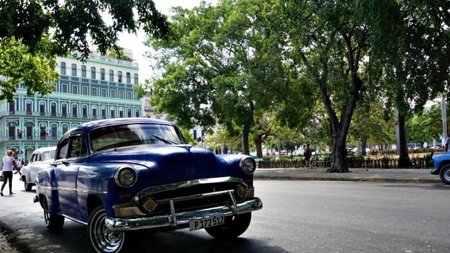 Stare samochody to wizytówka Kuby