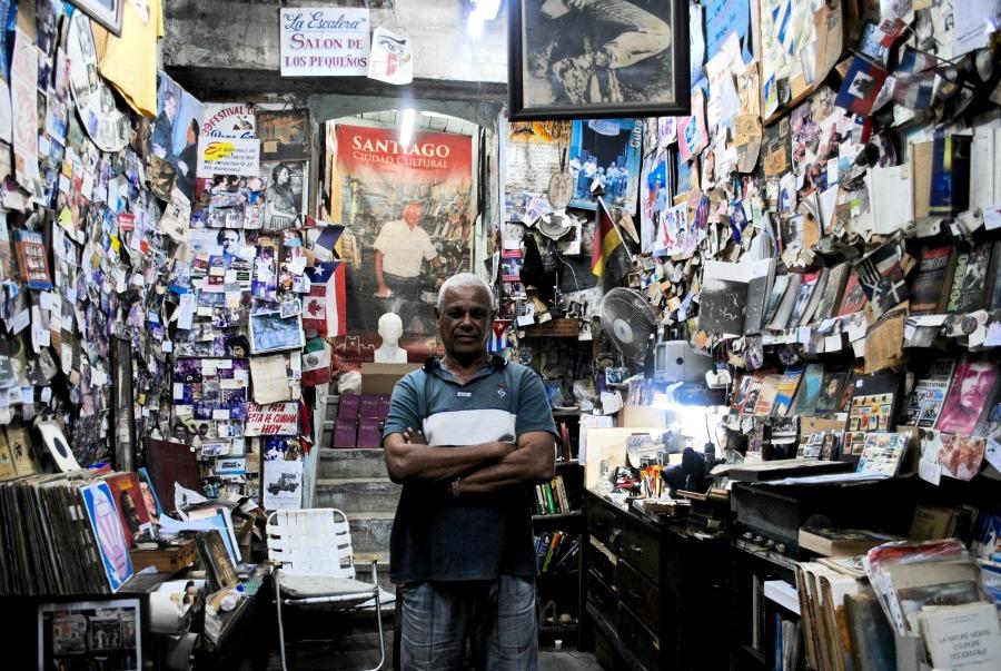 Instrumenty muzyczne, drewniane figurki oraz obrazy można kupić niemal za bezcen na targach, ulicach i publicznych plażach