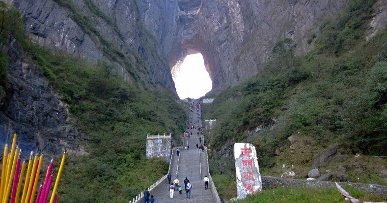 Droga do nieba – najpiękniejsze trasy widokowe w górach Tianmen