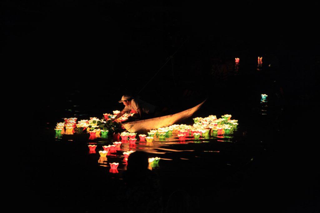 Puść lampion w Hoi An fot. unsplash