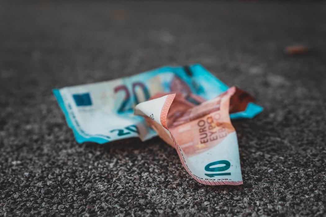 Kradzież portfela za granicą – co robić?
